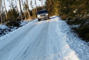 フランスの凍結路面を運転するコツ!アイスバーンを乗り切る方法は?
