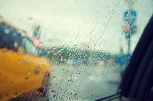 【フランスの高速道路】雨のドライブの注意点/事故が増える原因は?