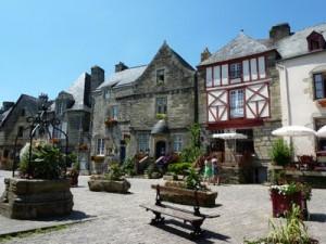 """フランスで最も美しい村  """" Rochefort en Terre """""""