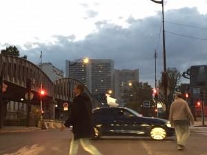 フランスと日本(2)道路交通法マナーを比較!危険すぎる歩行者たち