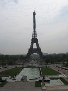 世界遺産エッフェル塔の歴史や由来とは?混雑状況についても