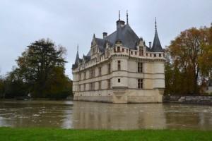 秋のロワール古城巡り《 アゼー・ル・リドー城 》