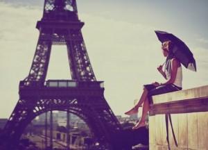パリジェンヌのおしゃれ〜シンプルコーデにアクセサリーで遊び心を〜