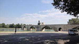 アヴィニョンへの行き方は?世界遺産サン・ベネゼ橋が見える公園も!