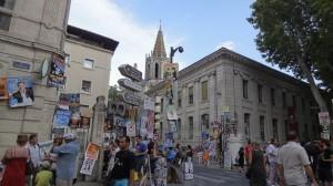 アヴィニョン演劇祭のINとOFF?街を占拠する仮想集団の正体とは?