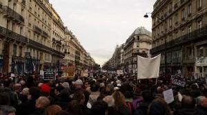 パリ同時テロ事件(3)ドキュメント 1月8日・9日…新たなテロ発生