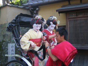 Maiko-costume_tourists_on_a_rickshaw_by_andrésmh_in_Kyoto