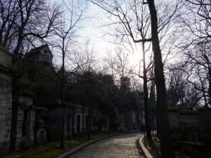 パリ観光の穴場…多くの著名人が眠る墓地めぐり