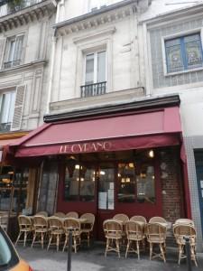 1900年代初頭の趣…Place de Clichyのカフェ「L'entracte café」