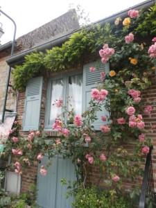 薔薇で有名な村 ジェルブロワ