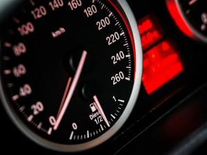 スピード違反の取締まり民営化、2019年からフランス全国で