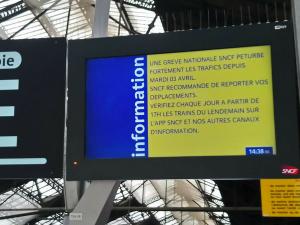 フランス国鉄スト、利用者団体が定期代返金要求
