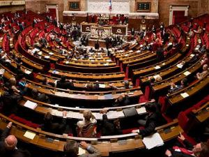 5月29日 フランスでセクハラ法案国会通過 未成年保護強化