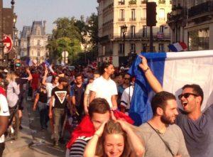 7月16日 サッカーフランス代表チームが帰国 パリで盛大に凱旋パレード