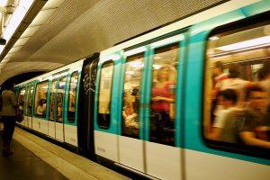 7月31日 地下鉄1番線が立ち往生し数百人が車内に取り残される 車内は60℃に達する