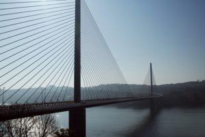 フランスもおよそ840本の橋が崩落の危険