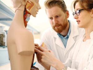 フランス医者不足、医学部の選抜試験廃止か?