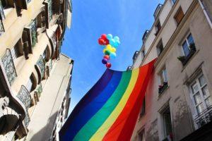 国が学校における同性愛嫌悪に対する啓発運動を開始
