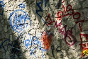 フランス各地で急増する反ユダヤ主義 パリではポストにハーケンクロイツの落書き