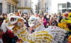 パリ 中国の旧正月が盛大に祝われ多くの人で賑わう