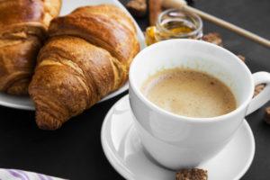 パンをコーヒーに浸すフランス人の面白習慣 いったいなぜ?