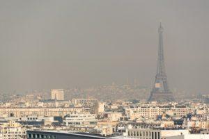 パリの大気汚染がピークに 月曜日は車両規制せず