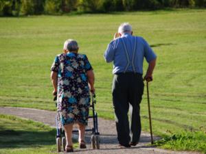 フランス、年金受給年齢65歳からを検討?発言に非難拡大