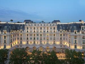 パリ、ペニンシュラホテルに宝石強盗、被害額35万ユーロ