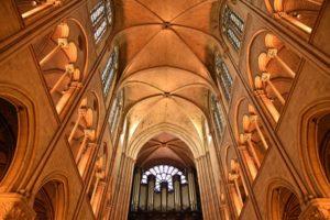 ノートルダム大聖堂の大パイプオルガン 奇跡的に無事