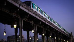 パリの地下鉄とトラム、月に一回、週末は朝まで運行