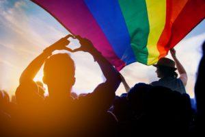 ディズニーランドが虹色に 史上初の公式LGBTQ+イベントが開催される