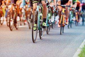 ツール・ド・フランス2019 シャンゼリゼ大通りを選手が駆け抜ける