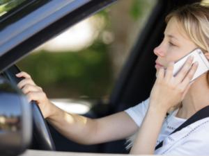 フランス人の運転マナー悪化、運転中のスマホや車間距離を守らず