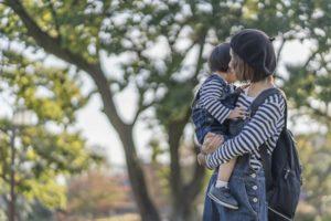 日本人妻による子供の「連れ去り」フランスで非難の声 フランス人の夫らがマクロン大統領に直訴