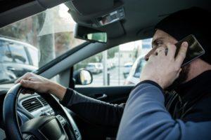 運転中の携帯通話 違反が見つかれば一発免停に