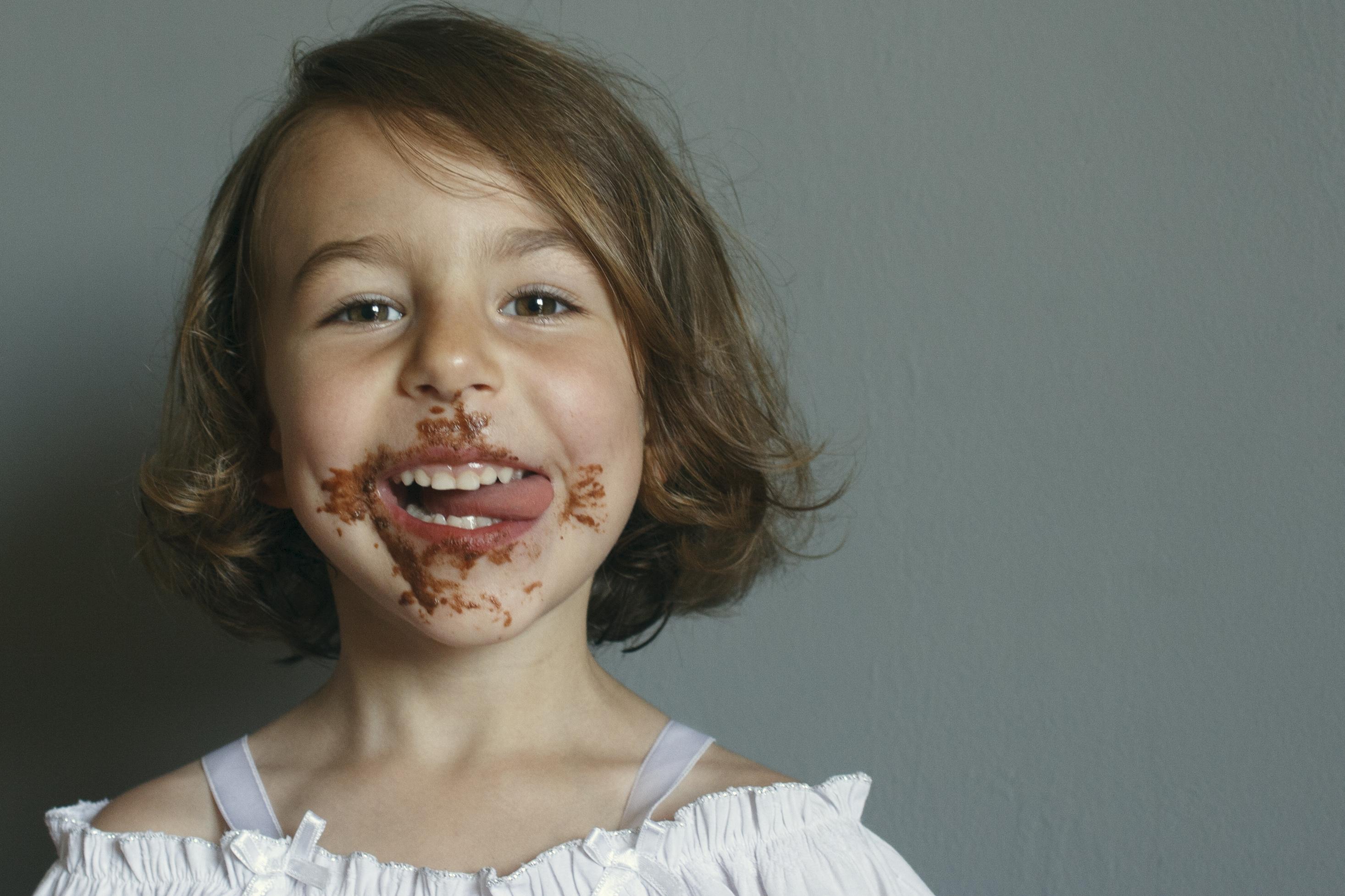 チョコを付けた女の子