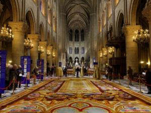 ヨーロッパ文化遺産の日 ノートルダム寺院 焼失を免れた《奇蹟の絨毯》初公開