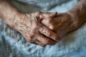 世界最高齢のフランス人女性の記録 仏研究チームが疑惑を否定