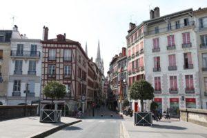 フランス南部バイヨンヌのモスクで銃撃事件 容疑者は元国民戦線候補者か