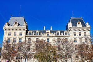 パリのシテ島の警察本部でナイフによる殺傷事件 4人死亡