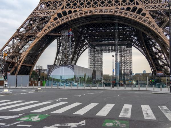 フランス外出禁止延長4月15日迄