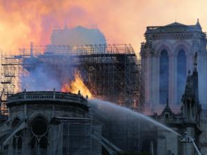 ノートルダム寺院火災から1年 修復難航 新型コロナで足踏み