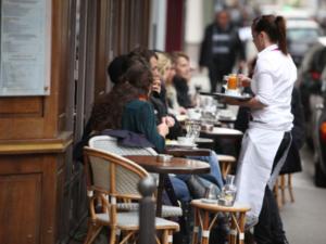 フランス レストラン、劇場、中高など6月から順次再開 パリは例外有