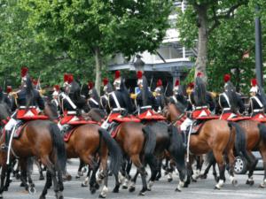 フランス コロナ禍でどうなる?パリ祭、ソルド、全仏オープン…