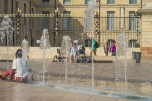 フランス猛暑 パリ最高気温40度 大気汚染で交通規制も