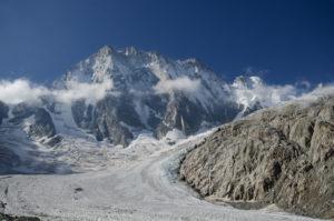 名峰モンブラン 猛暑で巨大な氷塊が崩壊の危機 一部住民避難