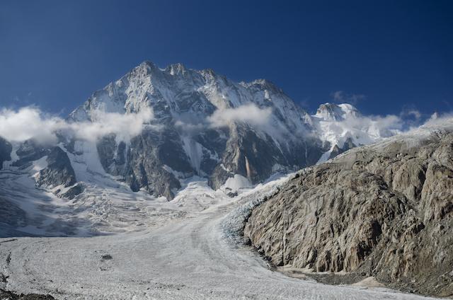 モンブラン巨大な氷塊が崩壊の危機