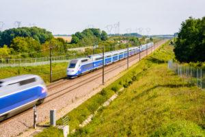 フランス高速列車TGV  遅延で乗客10時間閉じ込め クラスター懸念