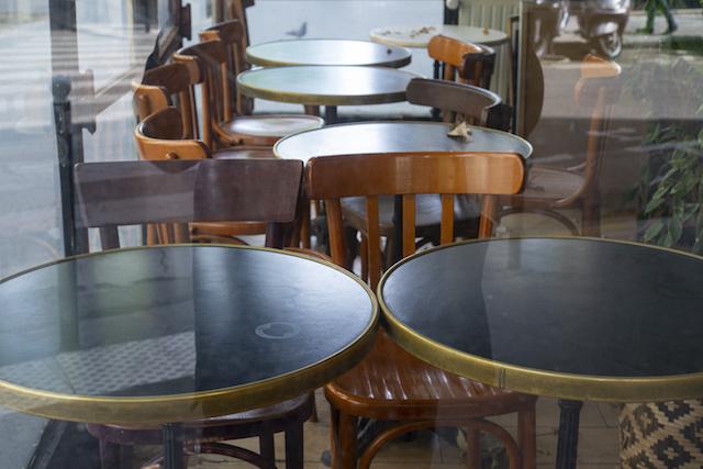 フランス新型コロナ第二波、パリ2週間バー営業禁止