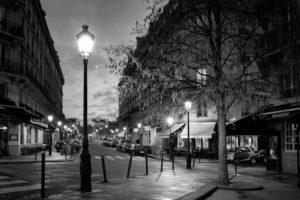 パリ夜間外出禁止、今日から1ヶ月